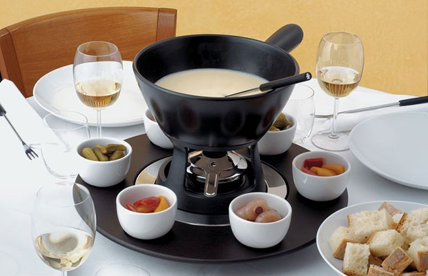 mami fondue set from alessi designed by giovannoni stefano. Black Bedroom Furniture Sets. Home Design Ideas
